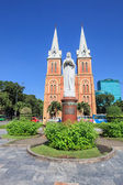 Notre Dame Cathedral ( Nha Tho Duc Ba ) , build in 1883 in Hochiminh city, Vietnam. — Стоковое фото