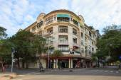 Old apartment at 158 Dong Khoi street, downtown, district 1, ancient architecture, place for travel include many shops, Art gallery, Chu Bar, Boutique — Stock Photo