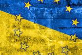 украина и ес флаг нарисовал на стене гранж — Стоковое фото