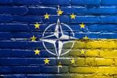 флаг нато, ес и украина, на кирпичной стене — Стоковое фото