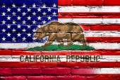 USA and California State Flag painted on brick wall — Stock fotografie