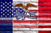 USA and Iowa State Flag painted on brick wall — Fotografia Stock