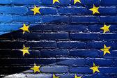Bandera de estonia y la unión europea pintado en la pared de ladrillo — Foto de Stock