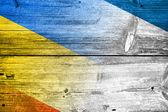 Autonoma republiken krim och ukraina flaggan målad på gamla trä planka konsistens — Stockfoto