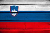 Bandera de eslovenia sobre fondo de madera — Foto de Stock