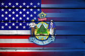 USA and Maine State Flag on wood background — Foto de Stock