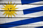Bandiera Uruguay su sfondo legno — Foto Stock