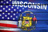 Usa i Flaga stanu Wisconsin na tle drewna — Zdjęcie stockowe