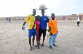 Ghanaians on the Beach for the May 1st, Labour Day Holiday — Stock Photo
