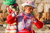 Peruvian Girl Dancing in Traditional Dress — Stockfoto