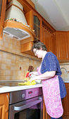 Woman housewife cleans the cooktop surface — Stock Photo