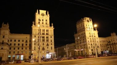 Gates of the city of Minsk - the eleven storey towers of the Stalin era — Stock Video
