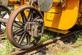 Eine alte Zug auf einer stillgelegten Gleisen — Stockfoto