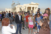 Tourists sightseeing Temple of Athena Nike in Acropolis — Stock Photo
