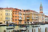 Gondoly v Benátkách — Stock fotografie