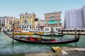 Water channell with gondolas in Venice — Stock Photo