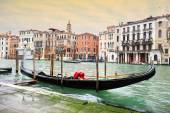 Empty gondola parked in Venice — Stockfoto