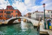 Tourists walking on bridge in Venice — Stock Photo