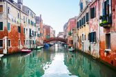 Boats moored next to buildings in water canal — Stock Photo