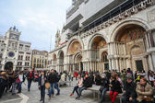 Personas en la Plaza de San Marco — Foto de Stock
