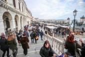 People walking on Riva degli Schiavoni — Stock Photo