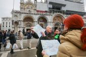 Tourist group on San Marco square — Stock Photo