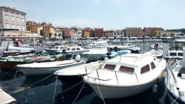 Boats moored in centre of Rovinj — Stock Video