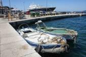Boten afgemeerd aan dok in Rovinj — Stockfoto