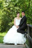 Newlyweds in nature — Stock Photo