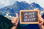 Text message - Urlaub in den Bergen on a slate — Stock Photo