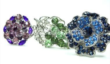 Jóias preciosas anéis prateado com cristais de gema — Vídeo Stock