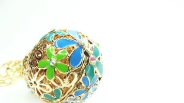 Sieraden kralen ketting met heldere diamant kristallen — Stockvideo