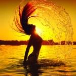 Girl splashing water with hair — Stock Photo #61540173