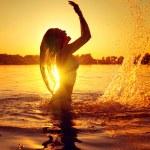 Teen girl swimming and splashing — Stock Photo #61540681