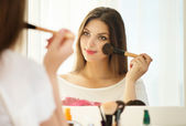 Woman applying make up — Stock Photo