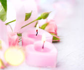 Pink  candles and rose flowers — Stock Photo