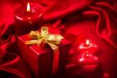 Valentine srdce, svíčky a dárkové krabice — Stock fotografie