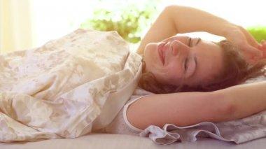 Sleeping girl wakes up. — Vídeo de Stock
