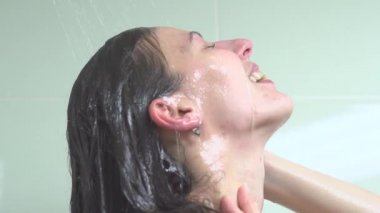 Young woman taking  shower — Stock Video