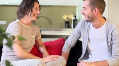 Young Couple Talking at Home — Vídeo de stock