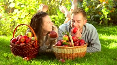 Happy Couple Eating Apples — Stock Video