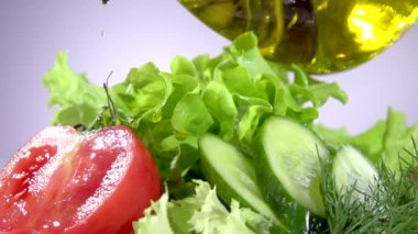 Pouring olive oil and salad — Stock Video