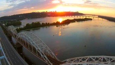 Railway bridge over Dnieper river — Stock Video