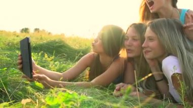 Girls with  touchpad outdoors — Stock Video