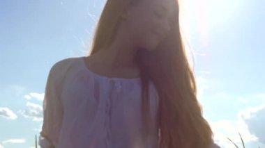Beauty girl  enjoying nature — Stock Video
