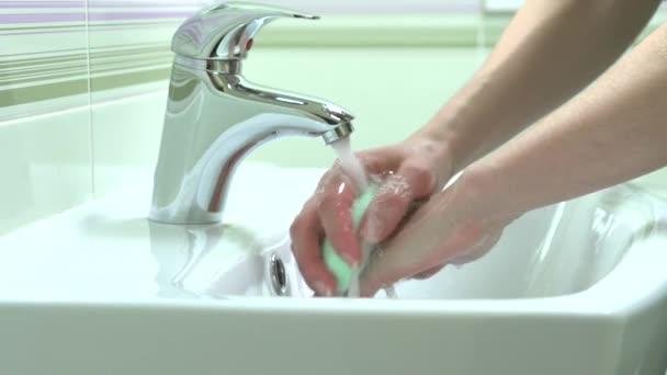 Se laver les mains de femme. — Vidéo