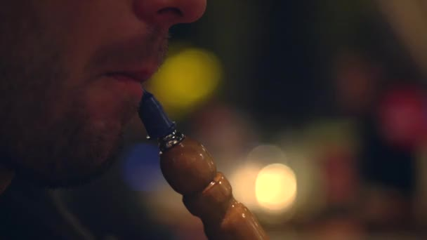 Man smoking shisha or hookah. — Vídeo de stock