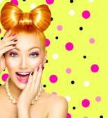 Model meisje met grappige boog kapsel — Stockfoto