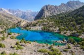 Majestic mountain lake in Tajikistan. — Stock Photo