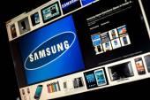 BELGRADE - JANUAR 29, 2014 Google image search for Samsung logo photos on PC screen — Stock Photo